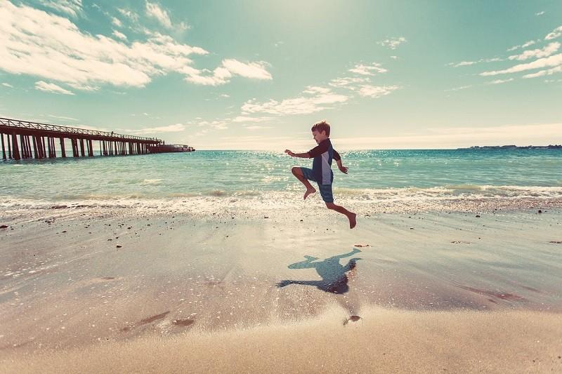 Wakacje nad morzem z dzieckiem – zorganizuj wczasy nad Bałtykiem w ośrodku wypoczynkowym ze specjalną ofertą dla najmłodszych!