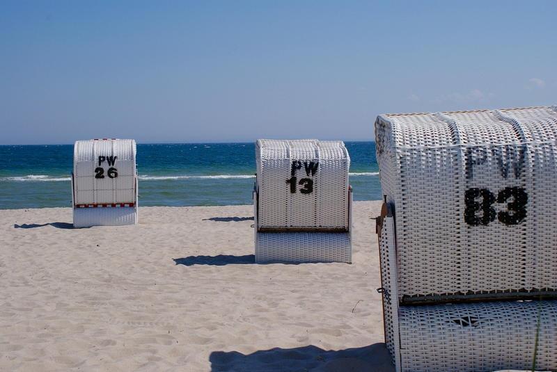 Wakacje nad Morzem Bałtyckim z dzieckiem – jak się przygotować? Oferty pobytu w apartamentach przy plaży z wyżywieniem i basenem